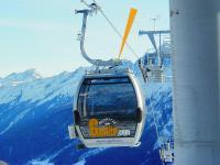 Beim Einfahren von Seilbahnkabinen in Skistationen entstehen für Passagiere spürbare Pendelbewegungen. Hydraulische Bremszylinder von ACE sind einstellbar und bauen hier beidseitig Druckkräfte von bis zu 10.000 N ab / Bildnachweis: ACE Stoßdämpfer GmbH