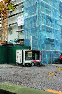 Während der Wintermonate sorgen die mobilen Heizzentralen von Hotmobil für einen unterbrechungsfreien Verlauf der Innenausbauarbeiten
