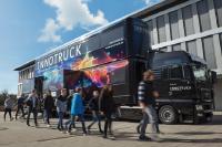 Der InnoTruck des Bundesforschungsministeriums informiert am Schiller-Gymnasium mit einer mobilen doppelstöckigen Ausstellung über die gesellschaftliche Bedeutung und den Nutzen technischer Innovationen.