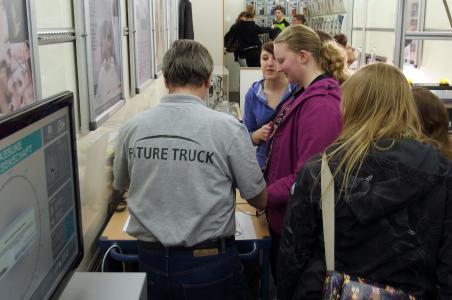 Interessenten im Future Truck