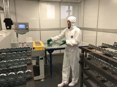 Blick ins Forschungslabor, Pilkington Group Limited, Lathom, UK