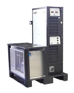 """Für das Schweißen mit """"forceTig"""" bietet EWM eine komplette modulare Systemlösung: Digitale Stromquelle (drei Modelle mit Schweißströmen von 550 bis 1.000 Ampere), Brenner, Kalt- und Heißdrahtvorschubgeräte, Rückkühlgeräte, optional ein Industrie-PC sowie umfangreiches Zubehör. Foto: EWM Hightec Welding"""