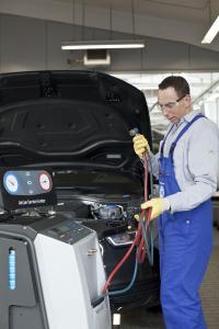 """Existieren wartungsfreie Klimaanlagen wirklich? Das Fachmedium """"kfz-betrieb"""" beleuchtet in der aktuellen Ausgabe die Serviceversprechen der Automobilindustrie / Foto: ProMotor"""