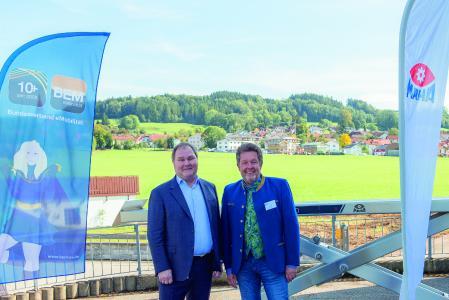 Dr. Thomas Aubel, Geschäftsführer der MAHA Maschinenbau Haldenwang und Kurt Sigl, Präsident des BEM