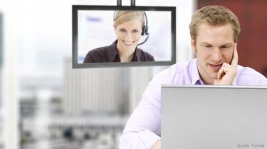 Sobald Sie einen Notruf absetzen, erhält der hinterlegte Kontakt sofort eine Nachricht und Sie können ein Videotelefonat führen.