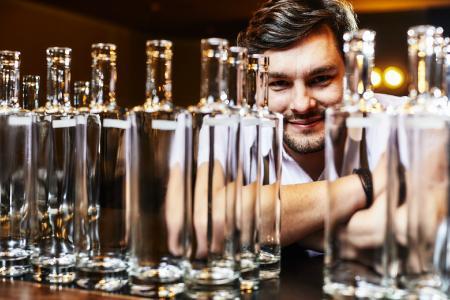 Benji Blomenhofer konnte mit dem Meiko Flaschenspülkorb ein Belohnungssystem für leere Flaschen einführen