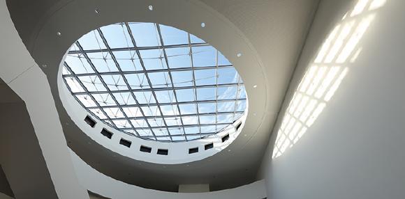 Die Zugstabsysteme der Firma PFEIFER sind in zahlreiche attraktive Projekte geflossen. Wie hier als Unterspannung in die Glasüberdachung des Max-Planck-Instituts in Erlangen