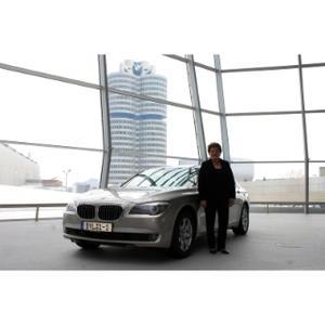 Bayerische Landtagspräsidentin Barbara Stamm bei der Übernahme ihres neuen Dienstwagens BMW 730Ld am 13.04.2010 in der BMW Welt in München