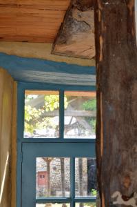 Deckenbalken und Stützen des Gästehauses bestehen ebenso wie das Dachtragwerk aus massivem Eichenholz und stammen zum größten Teil noch aus der Zeit vor der Französischen Revolution. Foto: Achim Zielke