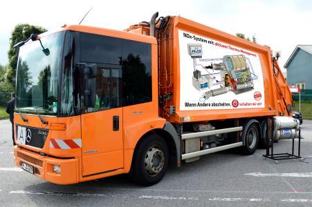 Müllfahrzeug ausgestattet mit HJS Abgasnachbehandlungssystem