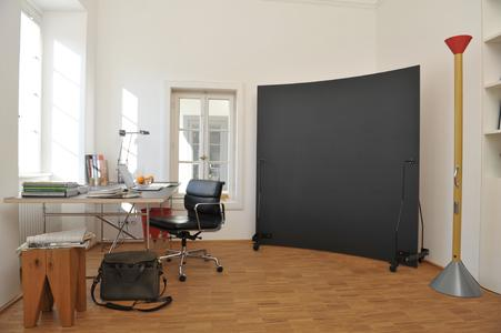Office with Werkwand front in chalk black and with black frame.