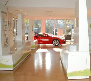 """In der Ausstellung """"Antrieb Zukunft"""" gehen Besucher auf eine Reise in die Zukunft der Mobilität: Fahrzeugkonzepte, Speichertechnologien, Verkehrs-systeme von morgen / Foto: Fraunhofer LBF"""