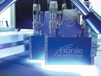 Die LED-UV-Technologie bietet verschiedene technische und wirtschaftliche Vorteile – durch neue Lackentwicklungen können sie bei einem deutlich breiteren Einsatzspektrum genutzt werden.  Bildquelle: Dr. Hönle