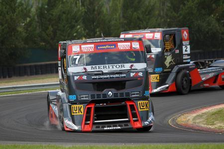 Renault Trucks bietet die  Rennen am Nürburgring vom 9. bis 10. Juli als Live –Stream unter  www.renault-trucks.com/truckracingRenault Trucks bietet die  Rennen am Nürburgring vom 9. bis 10. Juli als Live –Stream unter  www.renault-trucks.com/truckracing
