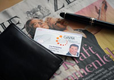 Der Vertriebsausweis des CdVM. stattet Verkäufer mit Glaubwürdigkeit und Prestige aus.
