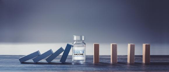 Corona-Impfung: Was Ärzte rechtlich dabei beachten müssen / © Bastian Weltjen - stock.adobe.com