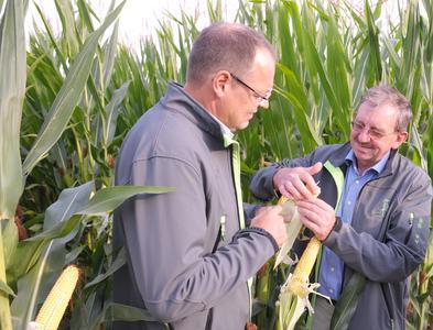 FarmSaat-Vorstand Swen Wolke (l.) sowie Chefzüchter Ludwig Feldmeier
