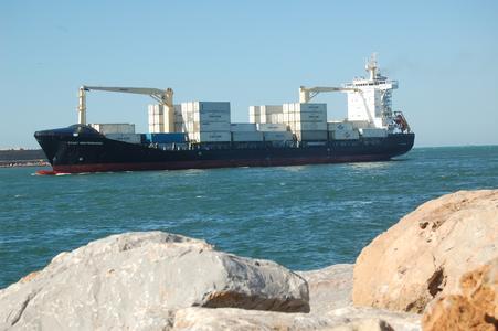 Containerverkehr im Hafen von Casablanca