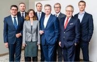 v.l.n.r. Prof. Dr. Markus Lehmann, Rainer Vollmer, Beatriz Soria León, Wolf-Dieter Adlhoch, Martin Schenk, Prof. Dr. habil. Michael May, Otto Kajetan Weixler (ehem. Vorsitzender) und Robin Petersen