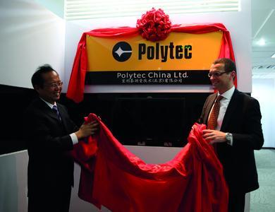 Polytec China Ltd.-Geschäftsführer Walter Gao und Polytec-Geschäftsführer Alfred Link eröffnen die neue Niederlassung.