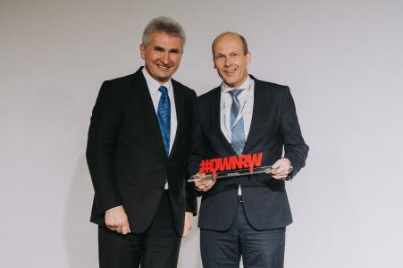 DWNRW-Summit in Düsseldorf - NRW-Wirtschaftsminister Andreas Pinkwart (l.), Christian Schallenberg, Mitglied der LANCOM Geschäftsleitung