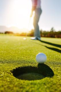 Virenfrei und gesundheitsfreundlich golfen: Mit Naturdesinfektion von Solenal  (AdobeStock 164972708)