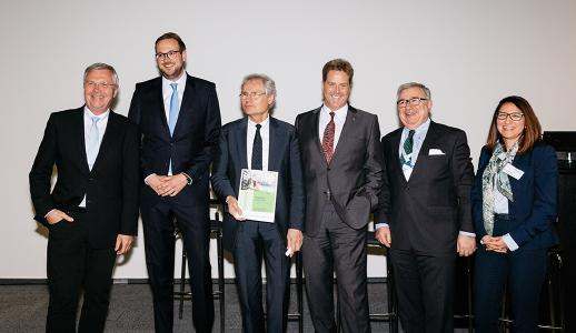 Präsentation der Studie, v.l.n.r.: Michael ten Hompel, Fraunhofer IML, Christian Hocken, Industrie 4.0 Maturity Center, Henning Kagermann, acatech, Volker Stich, FIR, Dieter Spath, acatech, Violett Zeller, FIR / Copyright: Messefoto-Hannover