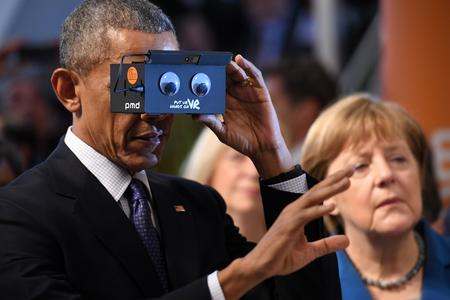 Obama and Merkel tried smallest 3D camera worldwide from pmdtechnologies at Hannovermesse (Quelle: pmdtechnologies ag)
