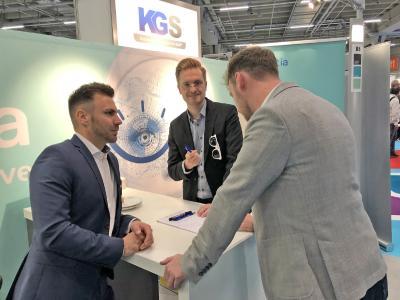 Benjamin Schröder, Head of Development and Support bei der KGS, im Kundengespräch auf dem DSAG Jahreskongress 2019 / Foto: KGS