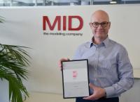 """Dr. Martin Müller nimmt die Auszeichnung als """"Beste Berater 2021"""" mit Stolz entgegen"""