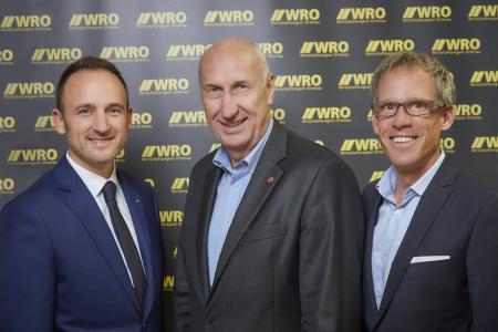 (v.l.n.r.): WRO-Geschäftsführer Dominik Fehringer, Beiratsvorsitzender Helmut Hilzinger mit Vorgänger Nicolas Erdrich