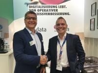 Christian Tabernig (links) und Olaf Zöftig freuen sich auf die Zusammenarbeit. Foto: akquinet ag/Lobster GmbH