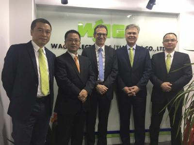 Eröffnung des neuen WAGO-Vertriebsbüros Nanjing (von links): Xu Xia (Sales Manager China East), Liu Nan (Sales Manager China), Jürgen Schäfer (Chief Sales Officer), Volker Palm (General Manager WAGO China) and Jackie Chen (Office Manager Nanjing)