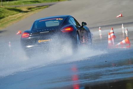 Continental-Sommerreifen fährt bei Reifentest des Autoklub Tschechien auf die Pole Position