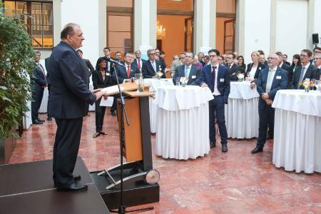ZDH-Präsident Hans Peter Wollseifer spricht während des Parlamentarischen Abends der Gesundheitshandwerke zu den geladenen Gästen aus Politik und Selbstverwaltung im Gesundheitswesen, Foto: ZDH/Agentur Bildschön