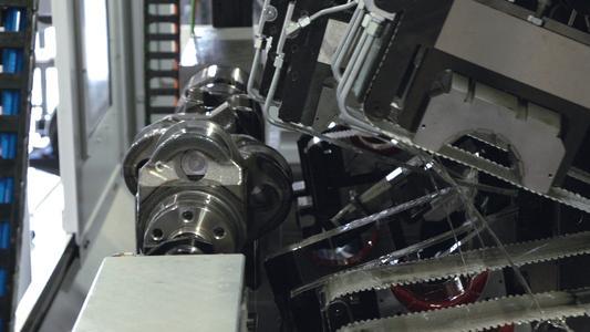 The innovative RadiusFlex tape contact shoe, shown here in action on a CrankStar horizontal crankshaft microfinishing machine, helps to prevent crankshaft damage. Picture: Thielenhaus Technologies GmbH