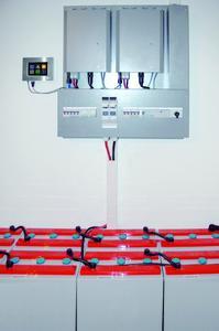AZUR INDEPENDA System mit Monitoring, Wechselrichter und Speicher