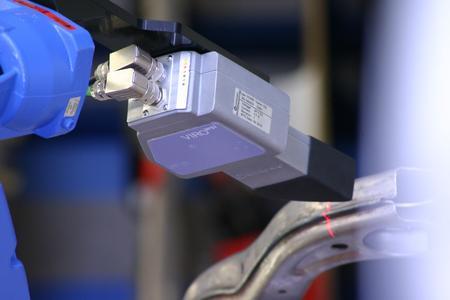 Dank höherer Dynamik und größerer Tiefenschärfe sowie verbesserter Auswertesoftware können nun auch Schweißnähte von Aluminiumbauteilen sicher geprüft werden.