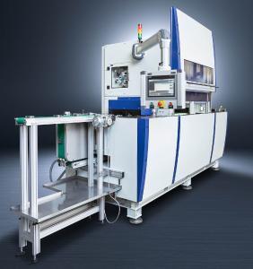 Die Maschine zum Bürstentgraten DA300P der Surfinsys AG entgratet Teile schnell und prozesssicher und sorgt für hohe Oberflächenqualität