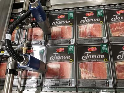 Folienkennzeichnung (CIJ) bei Jamones Arroyo