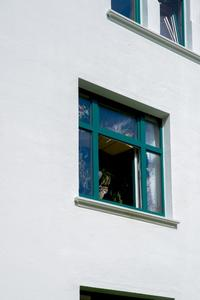 Eventuelle Ausbruchstellen sind ausgebessert, die Fensterlaibungen nun einwandfrei (Foto: Caparol Farben Lacke Bautenschutz/Foto Penz)