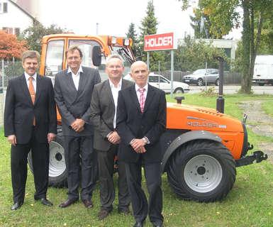 v.l.n.r. Herr Dr. Carl-Heiner Schmid Herr Martin Haas, Herr Dr. Christoph Weiß, Herr Andres Frisch, Geschäftsführer Holder (im Bild ganz links)