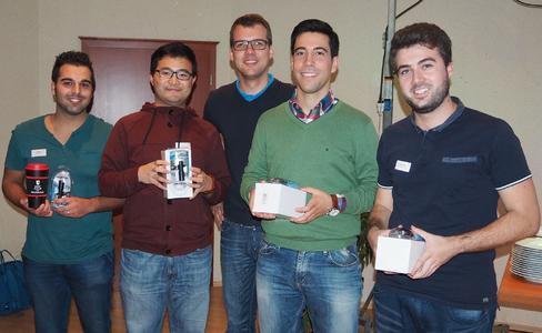 Franz Stötzner von Ansmann AG (Mitte) ehrt die Gruppensieger (v.l.n.r.): Jonatan Castro Saura (Wirthwein AG), Fei Fan (ebm-papst Mulfingen GmbH & Co. KG), Alfredo Rodriguez Rincón (Ziehl-Abegg SE), Diego Victor (Bass GmbH & Co. KG)