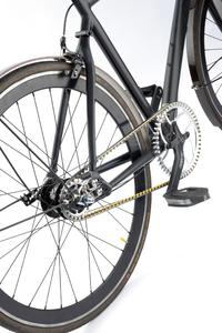 The tooth profile of the CONTI® DRIVE SYSTEM's heavy-duty timing belt ensures maximum jump-over protection on drives for bicycles, pedelecs, and e-bikes. ContiTech and Benchmark Drives developed the drive system together / Photo: ContiTech