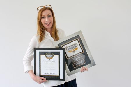 Astrid Award for Design Communications 2017: Unit Director Tina Schäfer freut sich über die beiden Auszeichnungen