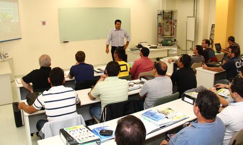 Até 2015, no Brasil, a BITZER já treinou mais de 2.000 engenheiros e técnicos do segmento no manuseio da tecnologia de CO2 não nociva para o meio ambiente.