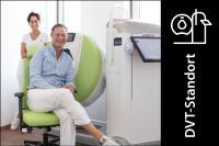 Seit Juli 2020 verfügt die Praxis Dr. Wingenfeld über die BVOU-Edition des SCS DVTs, das hochauflösende 3-D-Schnittbildaufnahmen – auch unter natürlicher Belastung der Gelenke – anfertigt. Auf dem Bild zu sehen: Dr. med. Hedie von Essen, Dr. med. Carsten Wingenfeld.