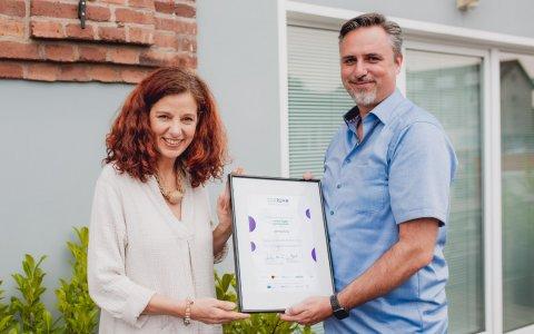 Thomas Kopatz bei der Zertifikats-Übergabe durch den CSR