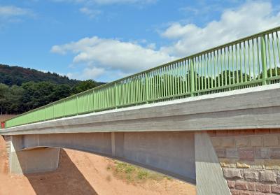 """""""Initialzündung"""": Dem fertiggestellten Pilotprojekt werden weitere feuerverzinkte Brücken folgen, die zu erheblichen Kosteneinsparungen im Brückenbau beitragen"""