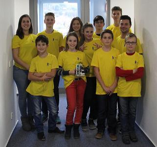 Motiviert und clever: das MPDV-Team aus Mitarbeiter-Kindern startet mit ihrem selbst konsturierten und programmierten Roboter auf dem FIRST LEGO League Roboterwettbewerb in Obrigheim